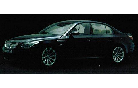 BMW M5 セダン カーボンブラック (1/18 京商K08593BK)