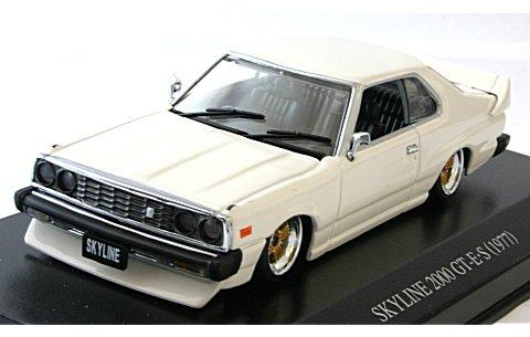 ニッサン スカイライン HT 2000 GT-E・S 前期型 カスタムスタイル ホワイト (1/43 ディズム088227)