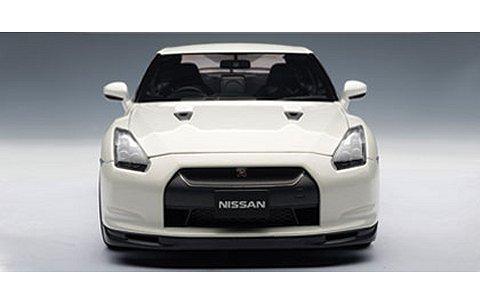 ニッサン GT-R (R35) スペックV ブリリアントホワイトパール (1/18 オートアート77399)