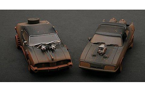 マッドマックス 2 ザ・ロードウォリアー 「インターセプター&エネミーカー スペシャル2台セット」 ウェザリング・バージョン (1/43 オートアート52749)