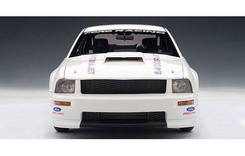 フォード マスタング コブラ ジェット 2009 ホワイト (1/18 オートアート72921)