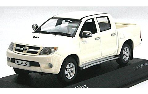 トヨタ ハイラックス 2006 ホワイト (1/43 ミニチャンプス400166661)