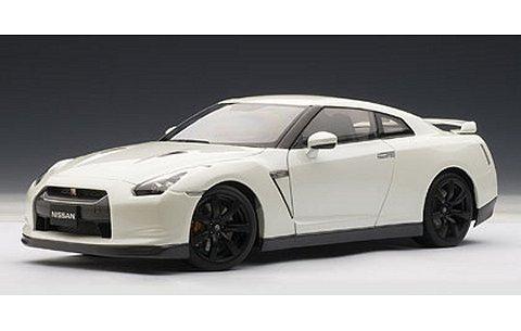 ニッサン GT-R (R35) マット・ブラックホイール Ver. ホワイトパール (1/18 オートアート77392)