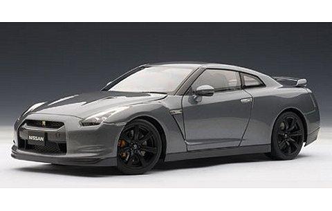 ニッサン GT-R (R35) マット・ブラックホイール Ver. ダークメタルグレー (1/18 オートアート77393)