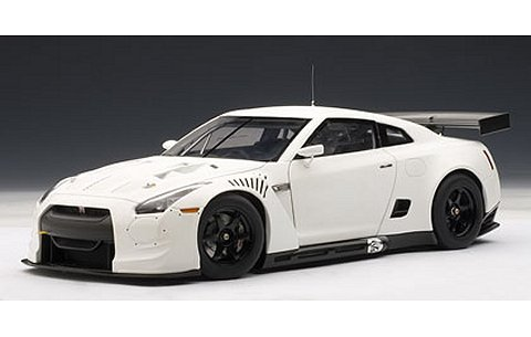 ニッサン GT-R FIA GT1 2010 マット・ホワイト (1/18 オートアート81076)