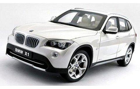 BMW X1 sDrive28i (E84) ミネラルホワイト (1/18 京商K08791MW)