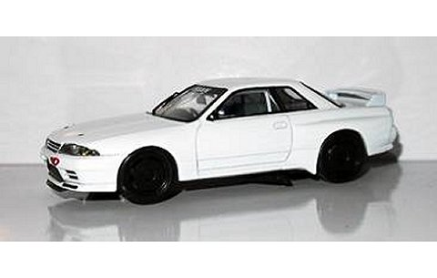 スカイライン GTR (R32) ホワイト (1/43 エイペックスレプリカズAR0110)