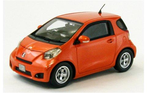 トヨタ IQ オレンジ (1/43 エブロ44698)