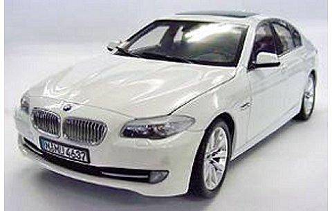 BMW 5シリーズ ホワイト (1/18 ウエリーWE11001W)