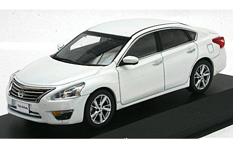 ニッサン ティアナ (L33) ホワイトパール (1/43 京商K03642WP)