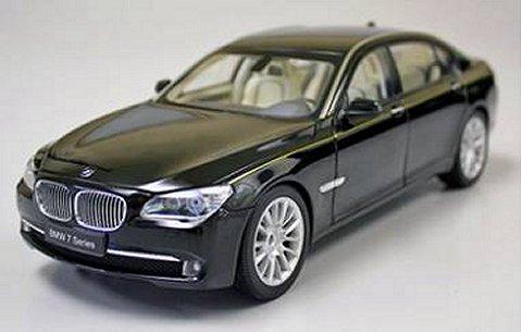 BMW 760Li (F02) ブラック (1/18 京商K08783BK)