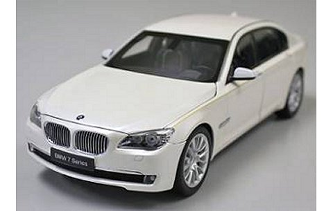 BMW 760Li (F02) ブリリアントホワイト (1/18 京商K08783BRW)