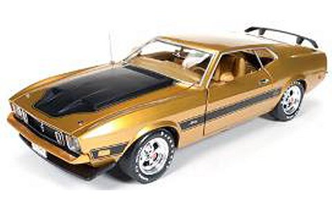 1967 フォード マスタング マッハI (Golden 50th Anniversary of Mustang) ゴールド (1/18 アメリカンマッスルAMM1043)