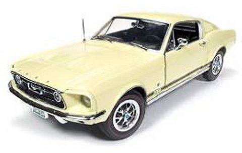 1967 フォード マスタング GT 2+2 (Golden 50th Anniversary of Mustang) ゴールド (1/18 アメリカンマッスルAMM1038)