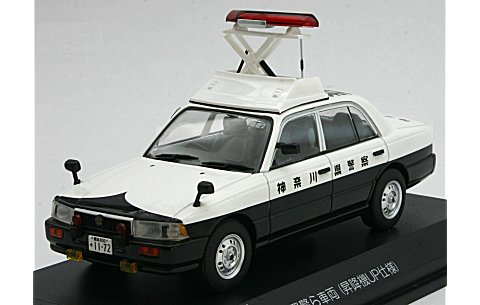 ニッサン クルー 1995 神奈川県警察所轄署警ら車両 (昇降機UP仕様) (1/43 レイズH7439509)