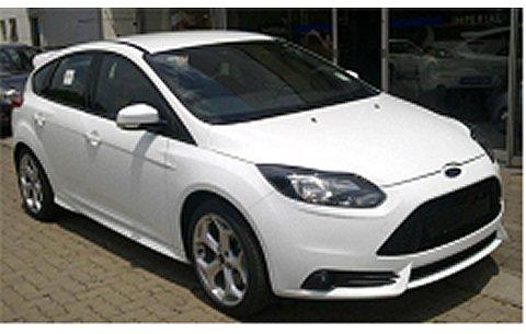 フォード フォーカス ST 2011 ホワイト (1/18 ミニチャンプス110082004)