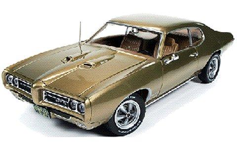 1969 ポンティアック GTO ハードトップ (Hemmings) アンティークゴールド (1/18 アメリカンマッスルAMM1081)