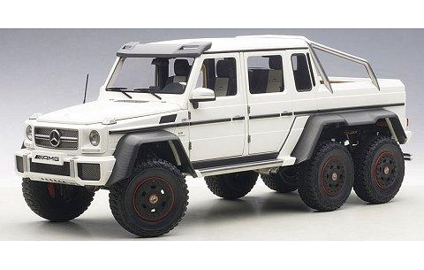 メルセデスベンツ G63 AMG 6×6 マットホワイト (1/18 オートアート76303)