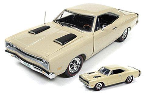 1969 ダッジ Super Bee + 1/64スケールモデル クリーム (1/18 アメリカンマッスルAMM1094)