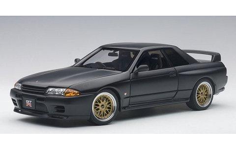 ニッサン スカイライン GT-R (R32) V-Spec II チューンド・バージョン マットブラック (1/18 オートアート77418)