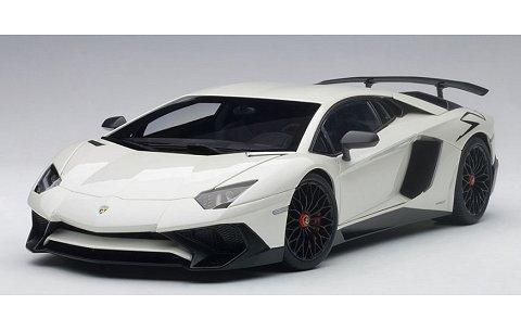 ランボルギーニ アヴェンタドール LP750-4 SV パールホワイト (1/18 オートアート74555)